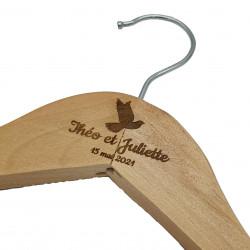 Cintre en bois colombe